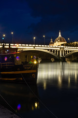 (Laetitia.p_lyon) Tags: fujifilmxt2 lyon nuit night grandhôteldieu rhône bateau boat pont bridge