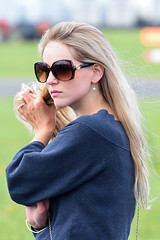 2019 Wings & Wheels (Ian Macfadyen) Tags: wingswheels airdisplay airshow fastcars carshow collectorscars aeroplanes planes military warbirds jets stunts dunsfold redarrows bystander audience attractivegirl blonde spectator sunglasses wearingdarkglasses shades darkglasses acrobatics