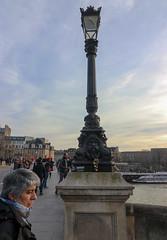 Març_0157 (Joanbrebo) Tags: pontneuf paris fr france pont puente bridge gent gente people canoneos80d eosd autofocus