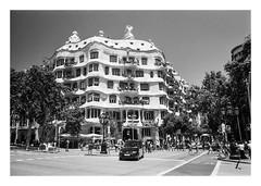 FILM - La Pedrera (fishyfish_arcade) Tags: 35mm analogphotography bw barcelona blackwhite blackandwhite cimko28mmf28 filmphotography filmisnotdead hp5 istillshootfilm monochrome olympusom10 analogcamera film ilford mono streetscene gaudi