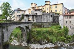 Stadttor (grasso.gino) Tags: italien italy italia toskana toscana tuscany castelnuovo nikon d7200 garfagnana tor doorway brücke bridge