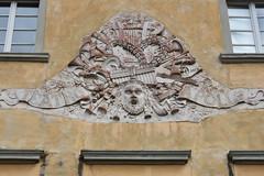 Teatro Alfieri (grasso.gino) Tags: italien italy italia toskana toscana tuscany castelnuovo nikon d7200 garfagnana relief sign wappen