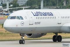 Lufthansa Airbus A321-231 D-AISV Bingen am Rhein (893349) (Thomas Becker) Tags: lufthansa dlh airbus a321231 a321200 a321 daisv bingen staralliance msn4047 230909 dazag 300909 lh1448 moscow dme fraport flughafen airport aeroport aeropuerto aeroporto fra eddf frankfurt plane spotting aircraft airplane avion aeroplano aereo 飞机 vliegtuig aviao аэроплан samolot flugzeug germany deutschland hessen rheinmain nikon d800 nikkor 70200 vrii fx raw gps aviationphoto cthomasbecker 170728 taxiing geotagged geo:lat=50039523 geo:lon=8596970 aerotagged aero:airline=dlh aero:man=airbus aero:model=a321 aero:series=200 aero:tail=daisv aero:airport=eddf