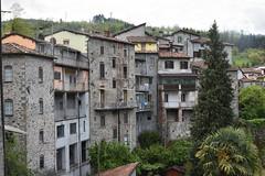 Rückseite (grasso.gino) Tags: italien italy italia toskana toscana tuscany castelnuovo nikon d7200 garfagnana häuser houses