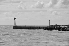 Le gris avant la couleur !!! (François Tomasi) Tags: pointeduplomb lhoumeau charentemaritime sudouest france europe french vue landscape océan mer sea eau water borddemer atlantique monochrome blackandwhite noiretblanc panorama françoistomasi tomasiphotography justedutalent yahoo google flickr photo photographie photography photoshop lights light lumière iso filtre pointdevue pointofview pov reflex nikon d7200 phare 2019 patrimoinedefrance gris black noir white blanc waves wave vagues vague clouds cloud nuages nuage