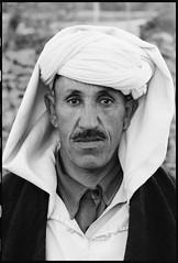 83204_20 High Atlas, Morocco, 1983 (Wolfgang_Kraus) Tags: morocco maroc marokko highatlas hautatlas berbers imazighen portrait ethnography pentax mx smcpentaxm100mmf28 analog film ilford hp5 microphen push monochrome dslrscanning k1 schneiderkreuznach adapted xenon zirconia 11 linescan industriallens piplkan