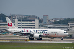 """ItamiAirport 2019.6.21 (15) JA773J / JAL's B777-200 """"みんなのJAL2020ジェット"""" with TOKYO 2020 painting (double-h) Tags: omd em1markii omdem1markii lumixgxvariopz45175mmf4056asphpowerois rjoo itm osakaairport itamiairport 大阪空港 伊丹空港 airplane 飛行機 伊丹スカイパーク itamiskypark ja773j jal 日本航空 b777 b777200 tokyoolympic tokyoparalympics specialpainting olympic paralympic tokyo2020 特別塗装 東京2020 みんなのjal2020ジェット みんなのjal2020ジェット東京五輪 オリンピック パラリンピック"""