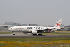 """ItamiAirport 2019.6.21 (19) JA773J / JAL's B777-200 """"みんなのJAL2020ジェット"""" with TOKYO 2020 painting (double-h) Tags: omd em1markii omdem1markii lumixgxvariopz45175mmf4056asphpowerois rjoo itm osakaairport itamiairport 大阪空港 伊丹空港 airplane 飛行機 伊丹スカイパーク itamiskypark ja773j jal 日本航空 b777 b777200 tokyoolympic tokyoparalympics specialpainting olympic paralympic tokyo2020 特別塗装 東京2020 みんなのjal2020ジェット みんなのjal2020ジェット東京五輪 オリンピック パラリンピック"""