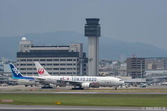 """ItamiAirport 2019.6.21 (14) JA773J / JAL's B777-200 """"みんなのJAL2020ジェット"""" with TOKYO 2020 painting (double-h) Tags: omd em1markii omdem1markii lumixgxvariopz45175mmf4056asphpowerois rjoo itm osakaairport itamiairport 大阪空港 伊丹空港 airplane 飛行機 伊丹スカイパーク itamiskypark ja773j jal 日本航空 b777 b777200 tokyoolympic tokyoparalympics specialpainting olympic paralympic tokyo2020 特別塗装 東京2020 みんなのjal2020ジェット みんなのjal2020ジェット東京五輪 オリンピック パラリンピック"""