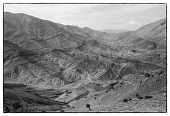 83214_01 High Atlas, Morocco, 1983 (Wolfgang_Kraus) Tags: morocco maroc marokko highatlas hautatlas berbers imazighen landscape ethnography pentax mx analog film ilford fp4 id11 monochrome dslrscanning k1 schneiderkreuznach adapted xenon zirconia 11 linescan industriallens piplkan