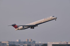 Delta Airlines MD-90 (Rather Be Traveling) Tags: md90 delta airlines aircraft maddog