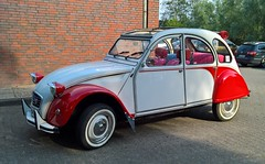 Ente Rot Weiss (niels.enderlein) Tags: car strase street auto citroen 2cv ente oldtimer youngtimer