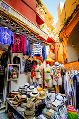DSCF8029.jpg (marcelo_valente) Tags: fujixe2 travelphotography travel hats positano fuji italy italia fujifilmxe2 europe store amalficoast