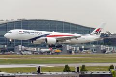 9M-MAB (hartlandmartin) Tags: 9mmab malaysianairlines airbus a350900 heathrow lhr egll aircraft airport airline aeroplane airplane plane nikon d7200 70300afp