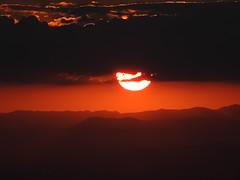 The Sun breaks the darkness... (Vinicius Montgomery - Itajubá-MG - Brazil) Tags: sun clouds sunset itajubá minas gerais pedra aguda autumn darkness brazil sul de mountains mantiqueira