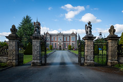 Crewe Hall gate (Manuel Gennerich) Tags: architecture crewehall landschaft architektur england crewe landscape wideangle sonya6500 sigma16mmf14 gate mainbuilding