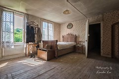 Abandoned Bedroom (Photography by Linda Lu) Tags: bedroom schlafzimmer lostplacesfrance lostplace urbex urban urbanexploring decay abandoned abandonedhome