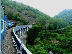 Anglų lietuvių žodynas. Žodis railway line reiškia geležinkelio linija lietuviškai.