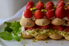 Strawberry tiramisu with pistachios (gamze avci) Tags: dessert italian strawberry sweet strawberries tiramisu dolci pistachios ladyfingers foodphotography nikon d3300