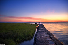 Life does not (gusdiaz) Tags: sunrise fortfisher atardecer sunset capefearriver marsh pantano amanecer reflection reflejo relaxing colorful ocean water mar oceano sand sandy salty saltlife colorido sal arena relajante stunning nature naturephotography gorgeous morning mañana naturaleza natural hermoso zen fuji fujifilm wideangle northcarolina beautiful amor woman