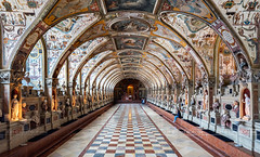 _DSC4776 - Visitors of the Renaissance Antiquarium of the Residenz (AlexDROP) Tags: travel color art architecture germany munich deutschland europe interior famous wideangle palace best munchen picturesque iconic mustsee 2019 nikond750 tamronaf1735mmf284diosda037 museum geometry postcard perspective symmetry