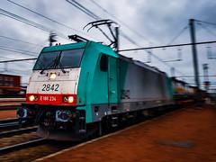 LINΞΛS 2842 met hupac trein @ Hasselt (Avinash Chotkan) Tags: lineas bombardier hle28 traxx cargo trains belgium hupac fullspeed cobra bertschiag