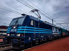 LINΞΛS 186 293 met shimmns @ Hasselt (Avinash Chotkan) Tags: lineas yourfreightforce bombardier traxx br186 trains belgium cargo shimmns 186293