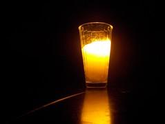 Una veladora (Juan Xic Eseyosoyese) Tags: una veladora para la paz reconciliación salud deseo deseos pedir dios luz esperanza méxico de corazón fe quiere estar bien y que mis seres queridos esten nikon minimalismo costumbre tradición vela coolpix reflejo vaso vidrio limonero mejor