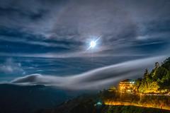 合歡山松雪樓~月暈下的雲瀑~ Moon halo above Cloud waterfall (Shang-fu Dai) Tags: 台灣 taiwan 合歡山 主峰 3417m clouds mthehuan cloudwaterfall 雲瀑 moonhalo sonya7r2 landscape 南投 formosa 戶外 松雪樓 3150m happyplanet asiafavorites
