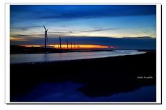 DSC_3186-1 (ychlin2005) Tags: 高美濕地 濕地 風車 風力發電機 日落 夕照 色溫 黃昏 雲彩 沙灘 倒影 清水 台中 清水區 大甲溪出海口 reflection 黑卡 blackcard 旅行 travel wetlands windmills windturbines sunset color temperature beach 星芒 taichungcounty gaomei wetland qingshui dusk clouds 長曝 雲林莞草 扁稈藨草 高美 台中市 夕陽 夕彩 wind turbine 剪影 silhouette 台灣 taiwan formosa sky water 火燒雲 霞光 seaside sea colorful 風力發電 高美木棧道 天空 海 雲 ychlin2005