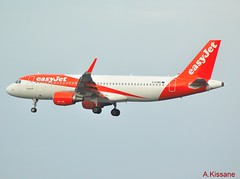 EASYJET A320 G-EZWG (Adrian.Kissane) Tags: jet sky outdoors flying arriving landing airline airliner airbus aircraft aeroplane plane 592018 5318 a320 gezwg lanzarote easyjet