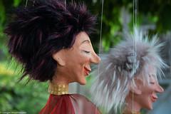 Rheinufer Bingen - Marionetten (J.Weyerhäuser) Tags: bingen rheinufer garten marionetten schnur strange farben gesicht lächeln