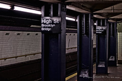 Dans le métro (stef974run) Tags: métro newyork rame quai sombre train wagon passager station voyageur transport urbain bommert