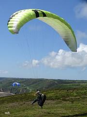 atterrissage (mchub) Tags: parapente sony hx400v lahague normandie cotentin ciel nuage nature
