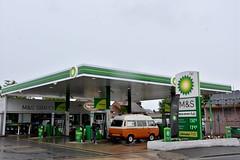 BP, Thame Oxfordshire. (EYBusman) Tags: bp petrol gas gasoline filling service station garage marks spencer simply food british petroleum eybusman