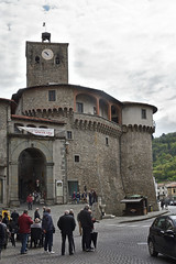 Am Stadttor (grasso.gino) Tags: italien italy italia toscana toskana tuscany castelnuovo nikon d7200 garfagnana tor stadttor doorway