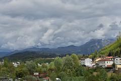 Da braut sich was zusammen. (grasso.gino) Tags: italien italy italia toscana toskana tuscany castelnuovo nikon d7200 garfagnana wolken himmel sky clouds dunkel dark landschaft landscape