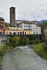 Am Fluss (grasso.gino) Tags: italien italy italia toscana toskana tuscany castelnuovo nikon d7200 garfagnana fluss river turm tower