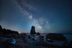 Shag Rock Stars (Timothy Gilbert) Tags: milkyway wideangle stars panasonic laowacompactdreamer75mmf20 shagrock boulders rocks astrophotography lovecornwall coast m43 microfourthirds downderry microfournerds portwrinkle cornwall gx8 whitsandbay lumix