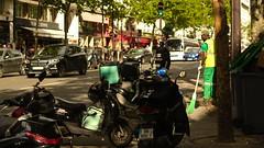 Paris 9e - Boulevard Montmartre (philch6) Tags: paris france juin june 2019 été summer grands boulevards boulevard montmartre jaune capitalisme capitalism 21 xxi siècle century lumière light moto voiture cycle car motor soir soirée solstice pentax k3 ricoh philch6 philippe charles パリ フランス 日没 光