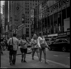 Girls girls girls (Uta_kv) Tags: 6x6 kiev60 tmax400 mediumformat zodiak8b fisheyelens nyc timesquare filmphotography group6x6 mediumformatslr sovietcamera film bnw blackandwhitephotorgraphy streetphtography
