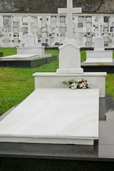 Cementerio Parroquial de Luarca (jrusca) Tags: españa costa spain cementerio asturias tumbas luarca cantábrico camposanto atalaya principadodeasturias concejodevaldés carlzeissvariosonnartdt1680f3545za