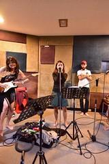 girl band (ChalidaTour) Tags: thailand thai asia asian girls teens femme women ninas band music guitar singing rehearsal test barefeet
