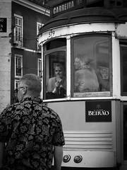 Surtout, y revenir un jour .... (objet introuvable) Tags: blackandwhite bnw lisboa lisbonne noiretblanc tramway street streetview streetphotography monochrome mood lumixgx8 contrast contraste fenêtre town ville