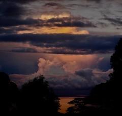 Reflet en orange (claudiemenoud) Tags: coucherdesoleil sunset orange couleur nuage cloud color polynesie polynesia ocean sea mer chaos dramatique reflet reflection groupenuagesetciel