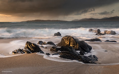 Sunset at Bagh Steinigidh (He Ro.) Tags: 2019 schottland scotland winter harrislewis outerhebrides harris beach sand rocks sunset colours goldenhour weather westernisles mood seascape landscape outdoor nature scarastamhor waves water uk