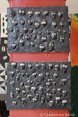 At Abeokuta's Egba Oba palace - decorated pillar (10b travelling / Carsten ten Brink) Tags: africa african places palace westafrica nigeria council afrika afrique nigerian 2018 africaine ogun abeokuta egba cmtb otherkeywords tenbrink carstentenbrink ogunstate ogunriver iptcbasic 10btravelling egbaoba nigeria2018 westernregion western