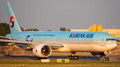 HL8009 (Tynophotography (Martijn de Heer)) Tags: 50 777 777300 777300er 77w air boeing h8009 korean koreanair years anniversary livery