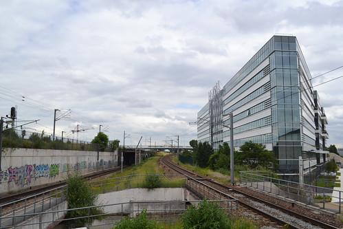 Line heading into La Plaine–Stade de France station
