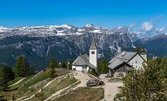 Wallfahrtskirche Heilig Kreuz hoch über Alta Badia (jürgenmilnik) Tags: italien italia dolomiten dolomiti alta badia